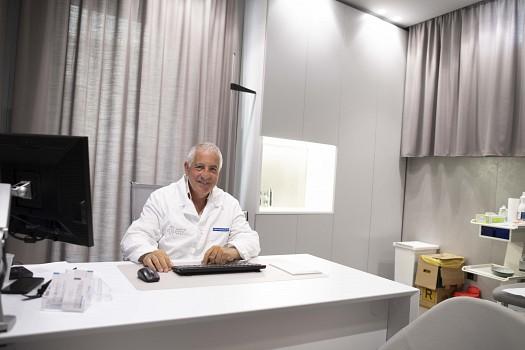 Dott. Umberto Torchia Chirurgo, Oncologo, Senologo,(Collegio Italiano dei Senologi)